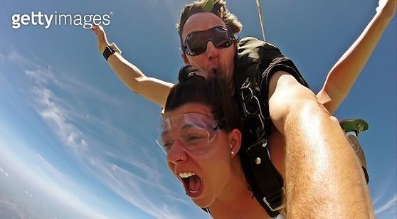 Selfie tandem skydiving - gettyimageskorea