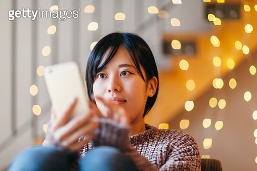 Young Woman Using Smart Phone At Home - gettyimageskorea