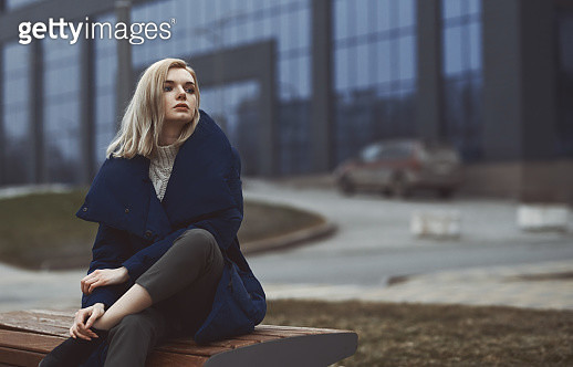Young blond woman outdoors in the city - gettyimageskorea