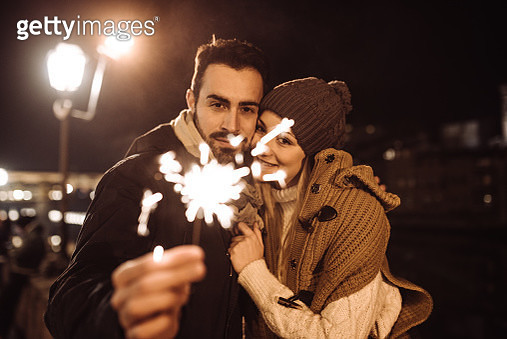 happiness couple celebrate the new year with spark - gettyimageskorea