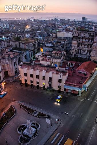 High angle view of Parque Francisco de Albear y Lara and Old Havana, Cuba, at dawn - gettyimageskorea