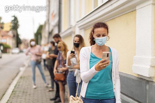 Waiting in line - Social distancing - gettyimageskorea
