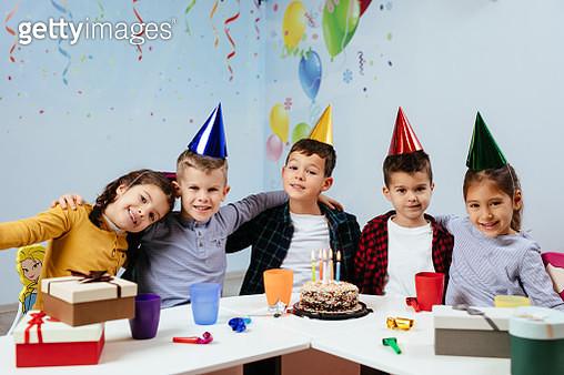 Children at birthday party - gettyimageskorea