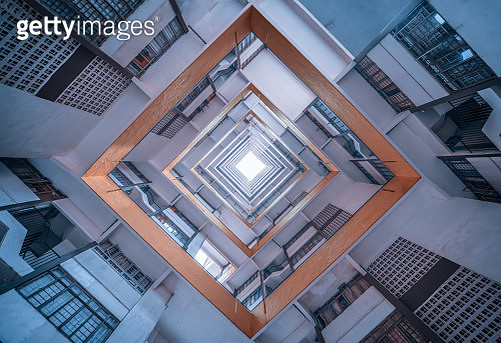 Directly Below Shot Of Modern Building Against Sky - gettyimageskorea