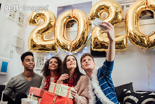 Group of young adults taking a selfie for the new year's eve. - gettyimageskorea