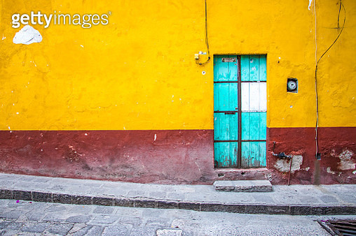 San Miguel de Allende, Guanajuato State, Mexico: A colorful blue door on a textured wall.  Located in the city center of San Miguel. - gettyimageskorea