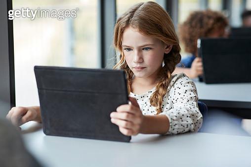 Children together at modern school - gettyimageskorea