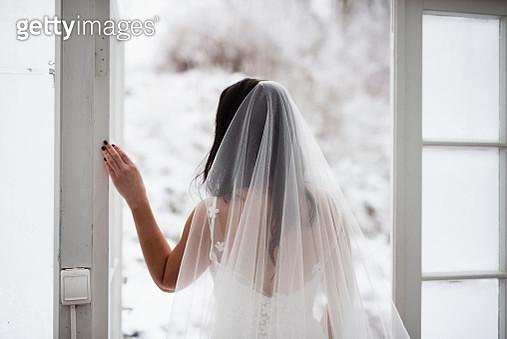 Bride looking away - gettyimageskorea