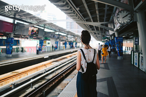 Tourist woman waiting for metro in Bangkok - gettyimageskorea