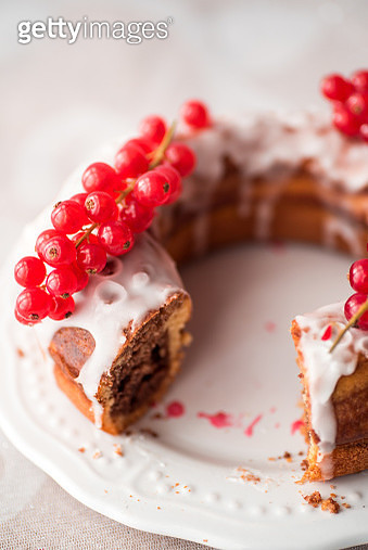 donut with icing and berries - gettyimageskorea