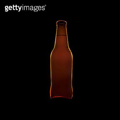 bottiglia di birra illuminata con luce LED - gettyimageskorea
