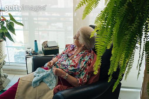 Senior woman knitting - gettyimageskorea