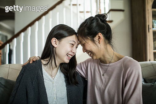 Mother and teenage daughter talking at home - gettyimageskorea
