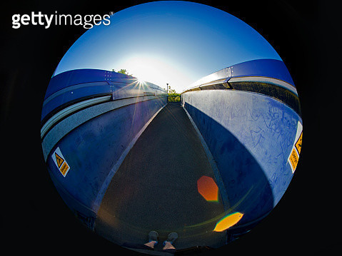 Dawn seen from a  bridge over the tracks in Radley Station, early spring morning cf1 - gettyimageskorea