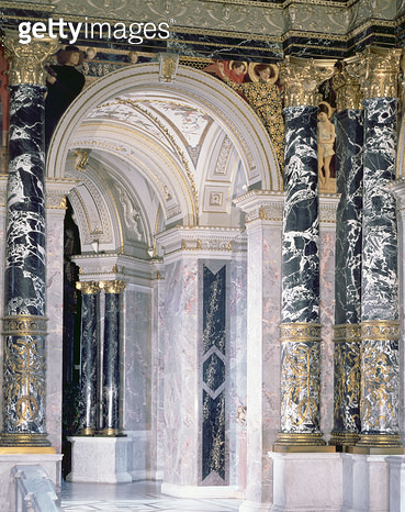 <b>Title</b> : Interior of the Kunsthistorisches Museum in Vienna, detail depicting archway and the spandrel decoration of figures depicting th<br><b>Medium</b> : <br><b>Location</b> : Kunsthistorisches Museum, Vienna, Austria<br> - gettyimageskorea