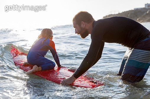 Father teaches his little daughter surfing. - gettyimageskorea