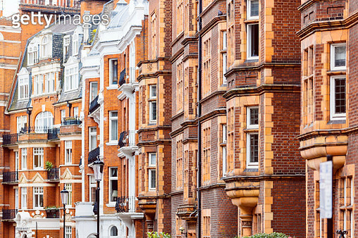 Red brick Victorian houses in Kensington and Chelsea district, London, UK - gettyimageskorea