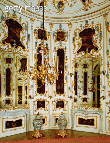 <b>Title</b> : The Round Chinese Cabinet with walls decorated with lacquered panels and vases (photo)<br><b>Medium</b> : <br><b>Location</b> : <br> - gettyimageskorea
