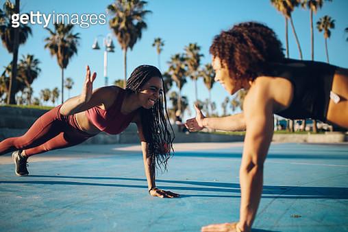 Women doing cross training on the basketball courts of Venice beach, California - gettyimageskorea