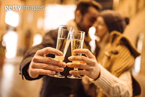 drinking champagne on the streets - gettyimageskorea