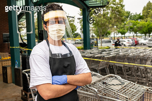 Supermarket employee wearing masks and latex gloves due contagion prevention - gettyimageskorea