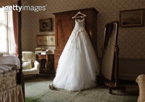 wedding dress in hotel room - gettyimageskorea