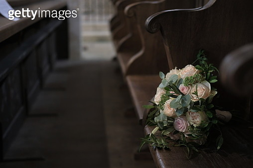 Bouquet of roses on a bench in a church - gettyimageskorea
