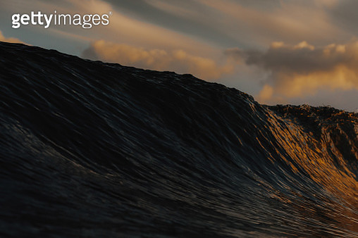 Texture of a wave reflected by the sunrise colors. - gettyimageskorea