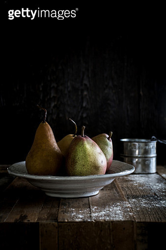 Pears On A Wood Table - gettyimageskorea