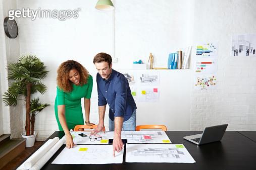 Work colleagues brainstorming in creative office - gettyimageskorea
