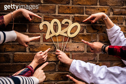 Friends celebrating new year's eve - gettyimageskorea