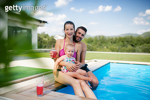 Father, mother and lilttle daughter having fun in garden. - gettyimageskorea