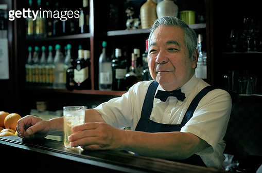 Bartender service cocktail at Barcounter - gettyimageskorea