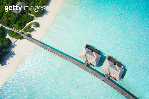 aerial top view island with jetty and overwater villas in tropical lagoon - gettyimageskorea