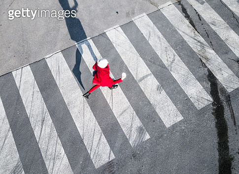 Top view of a pedestrian crosswalk - gettyimageskorea