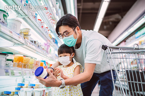 Dad & daughter with surgical masks doing grocery shopping for diary products in supermarket - gettyimageskorea