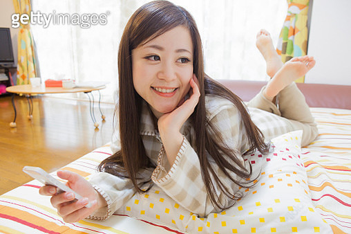 Japanese women who call in smartphone while relaxing - gettyimageskorea
