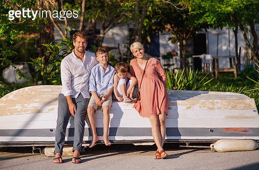 A couple with son and daughter on holiday by the sea. - gettyimageskorea