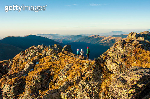 Hikking and climbing of the highest peaks in romania in a beautiful colors of the autumn. Fagaras mountains is part of Carpathian mountain range in Transylvania, Romania - gettyimageskorea