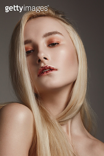 Beautiful natural blonde woman with glitter on her lips - gettyimageskorea