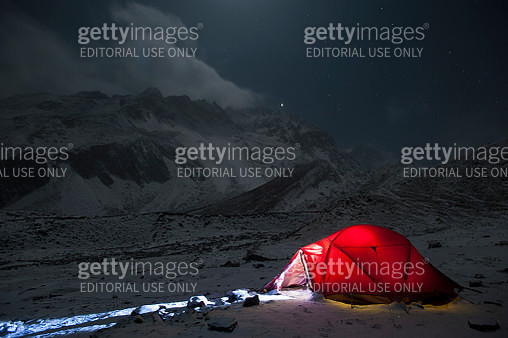 Taken on a freezing Christmas eve in the Manaslu region, Nepal, Himalayas, Asia - gettyimageskorea