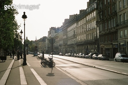 Life in the Paris street - gettyimageskorea