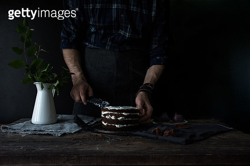 Decorating chocolate cake with vanilla cream - gettyimageskorea