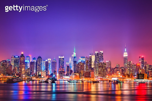Midtown Manhattan at night with Empire Stae Building, Chrysler Building and Times Square among many more. Seen from New Jersey with Hudson River and reflections. - gettyimageskorea