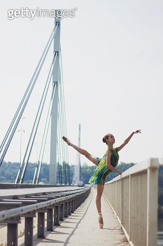Ballet dancer (18-19) dancing on bridge - gettyimageskorea