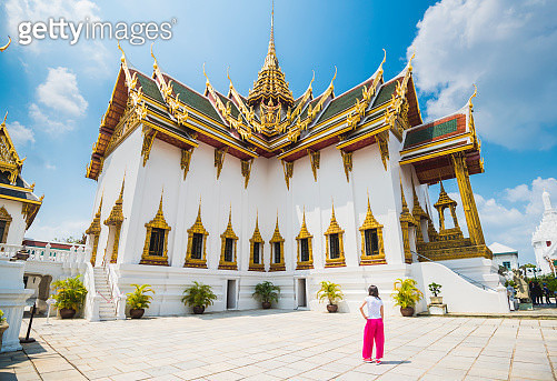Tourist woman admiring the architecture at Royal Palace, Bangkok, Thailand - gettyimageskorea
