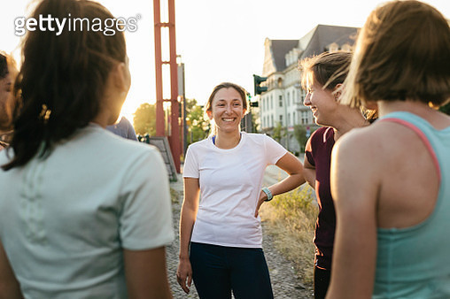 Group Of Women Chatting Before City Run Together - gettyimageskorea