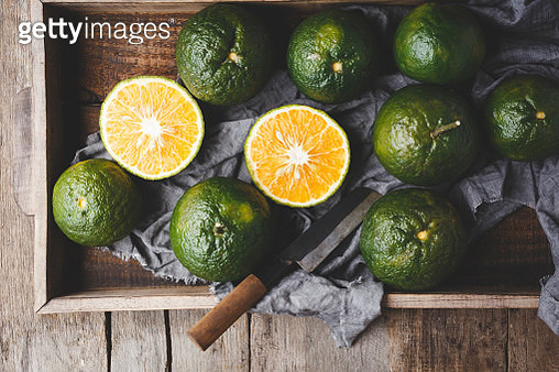 Close-Up Of Orange Fruits In Tray On Table - gettyimageskorea