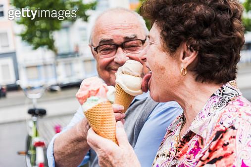 Senior couple enjoy eating ice cream together - gettyimageskorea