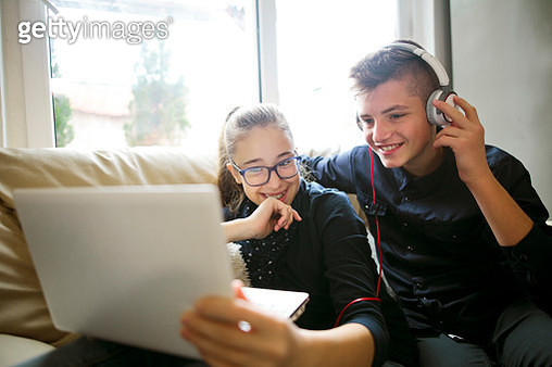 Relaxed children listening to music - gettyimageskorea
